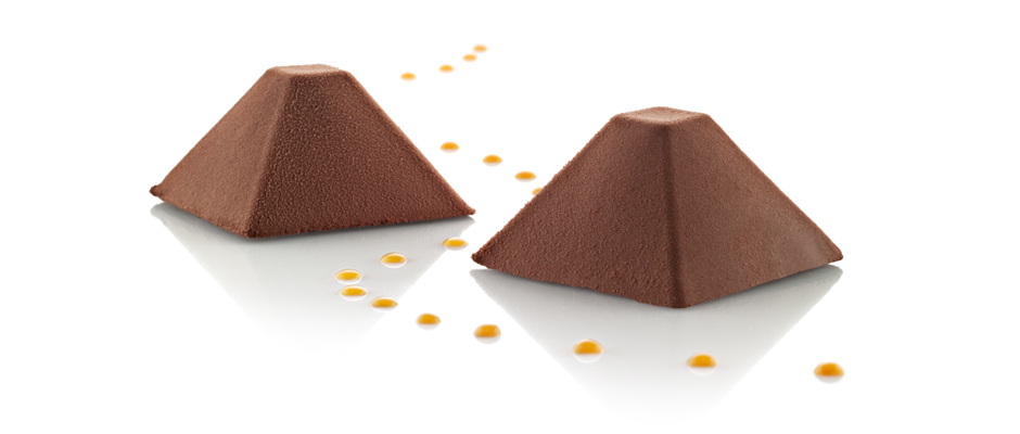 Chcolate pyramids with Oialla chocolate