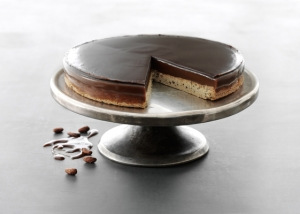 Shortbread cake with Oialla chocolate nibs